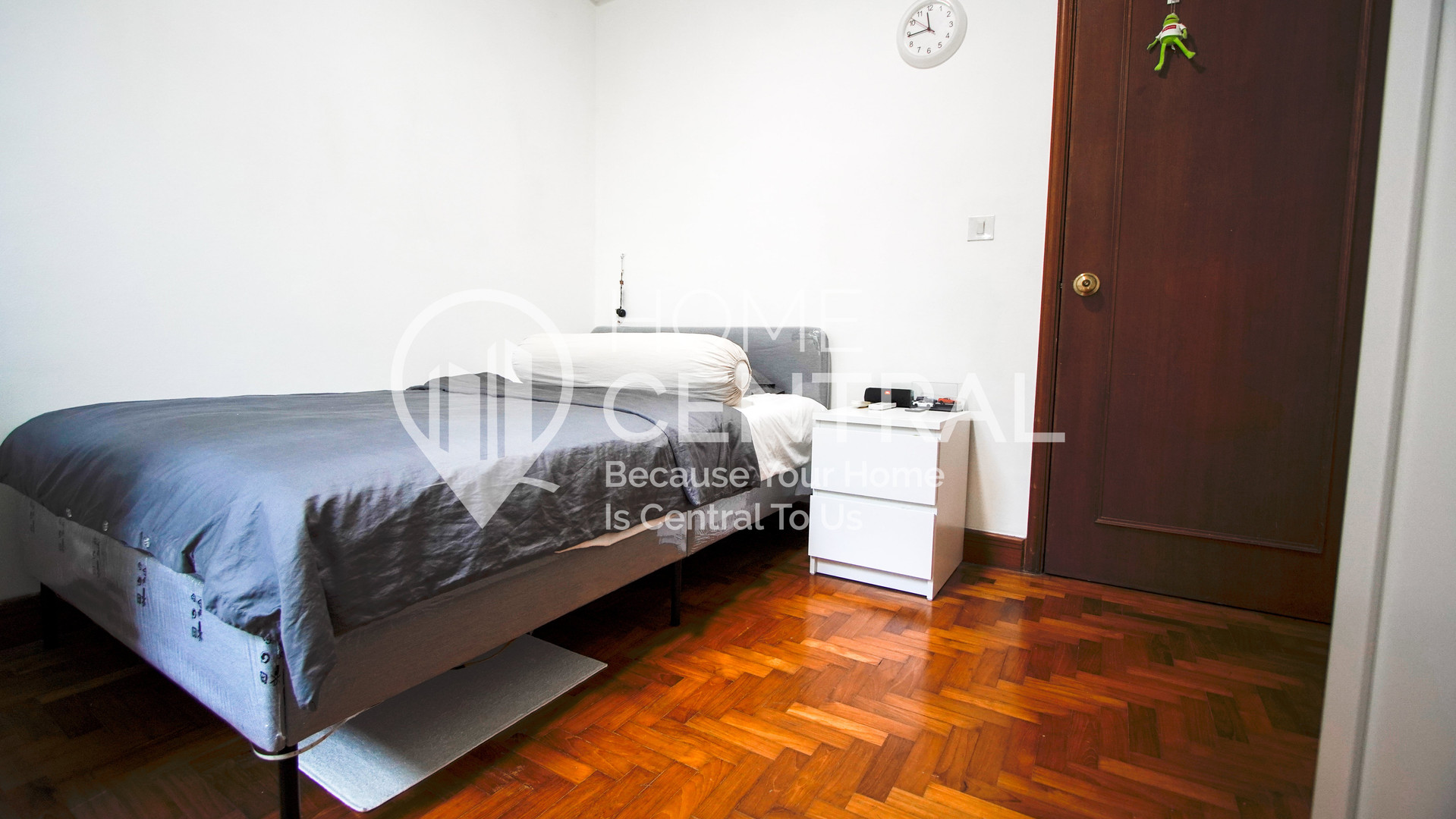 10 Bedroom 1-1 DSC02338-HDR-min.jpg