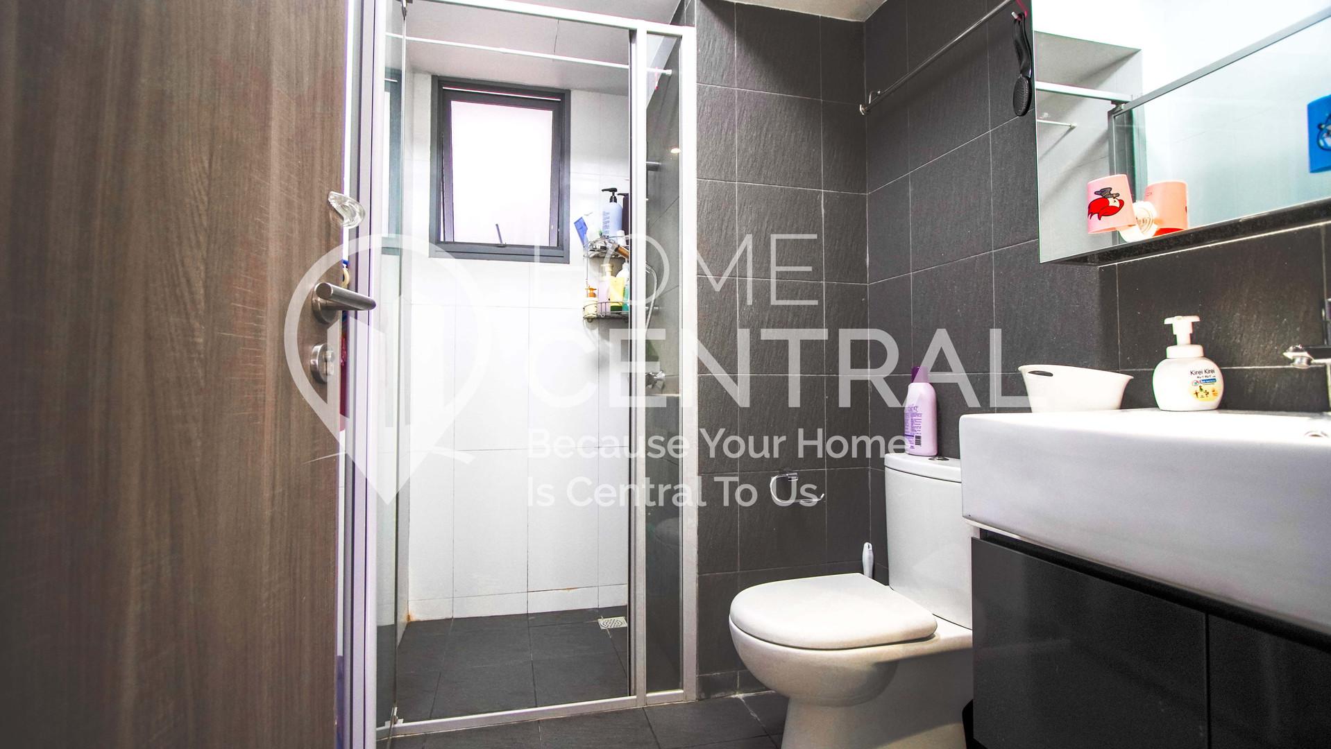 17 Common Toilet DSC02707-HDR.jpg