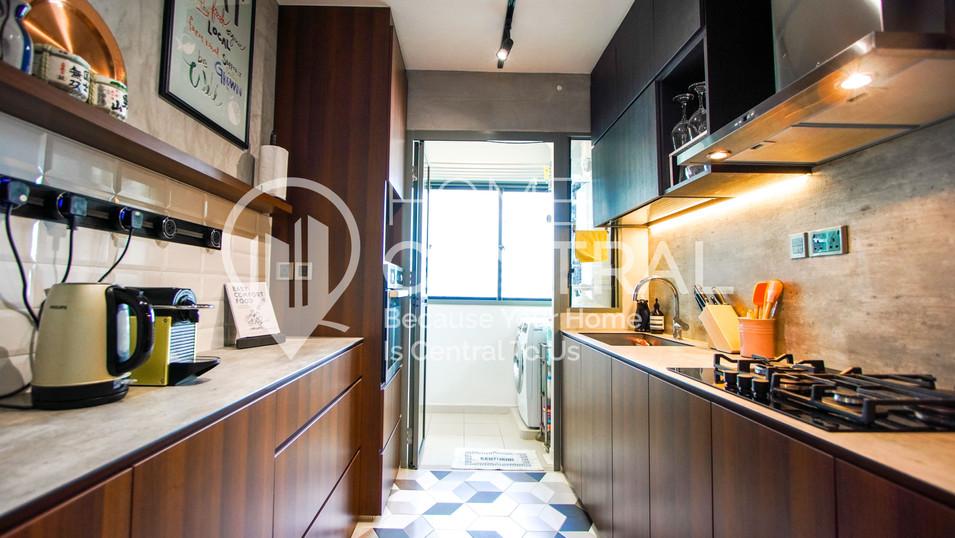 8 Kitchen 1 DSC01945-HDR-min.jpg