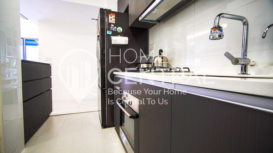 9 Kitchen 2 DSC02698-HDR.jpg