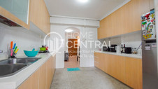 5 Kitchen 2 DSC01413-HDR-min.jpg