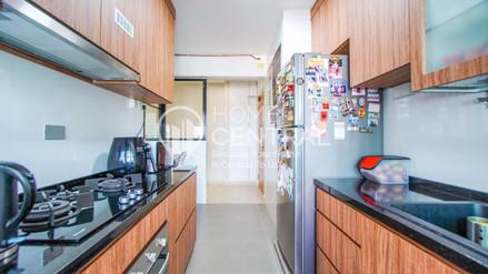 9 Kitchen 2 DSC01167-HDR-2-min.jpg
