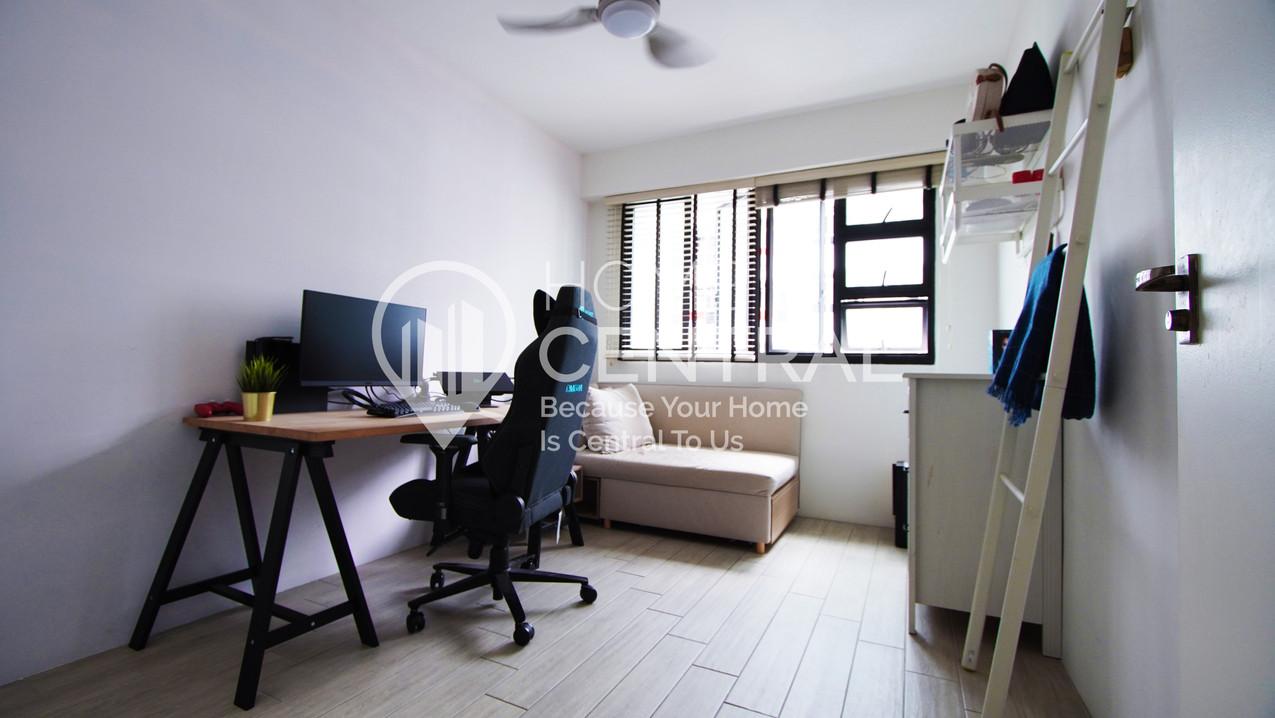 Bedroom DSC00369.jpg