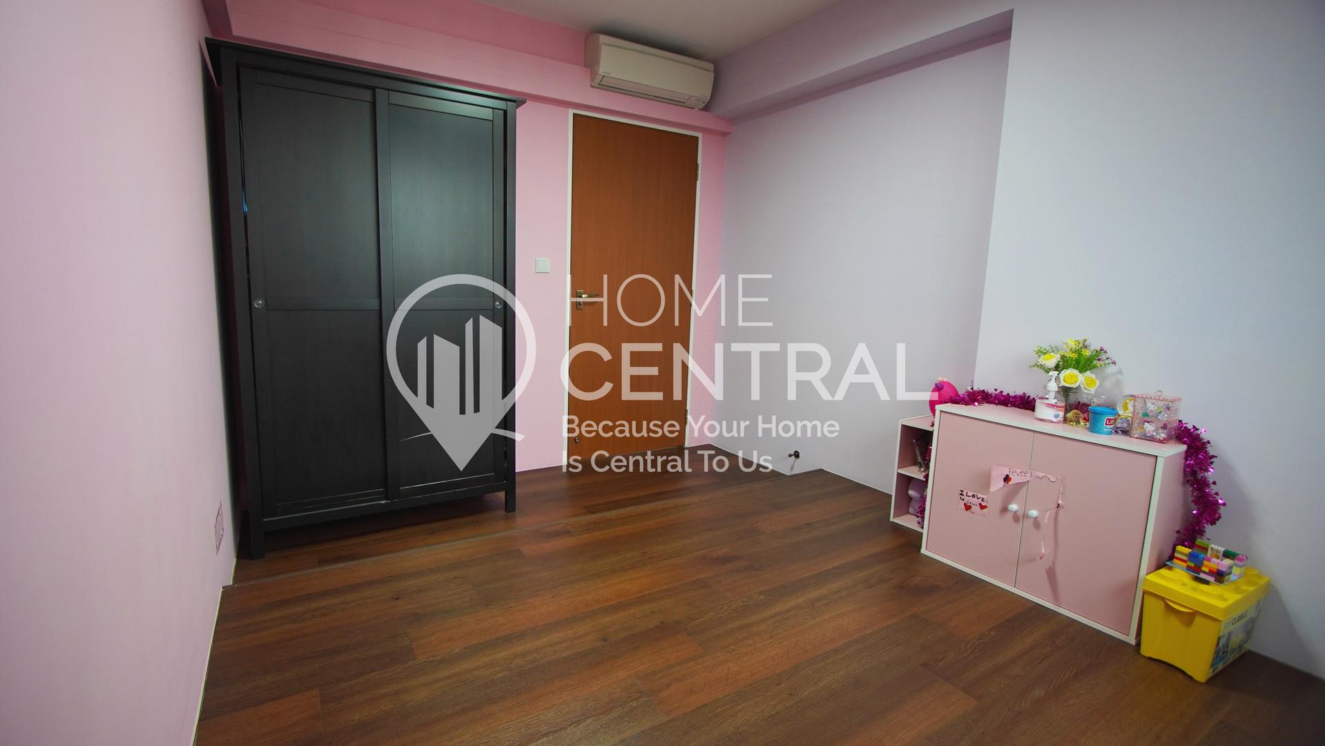 Bedroom 1-2 DSC00140.jpg