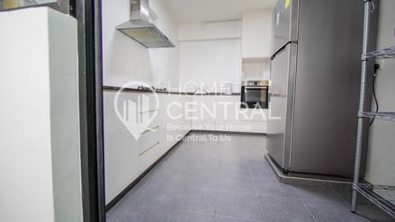 9 Kitchen 3 DSC01215-HDR-min.jpg
