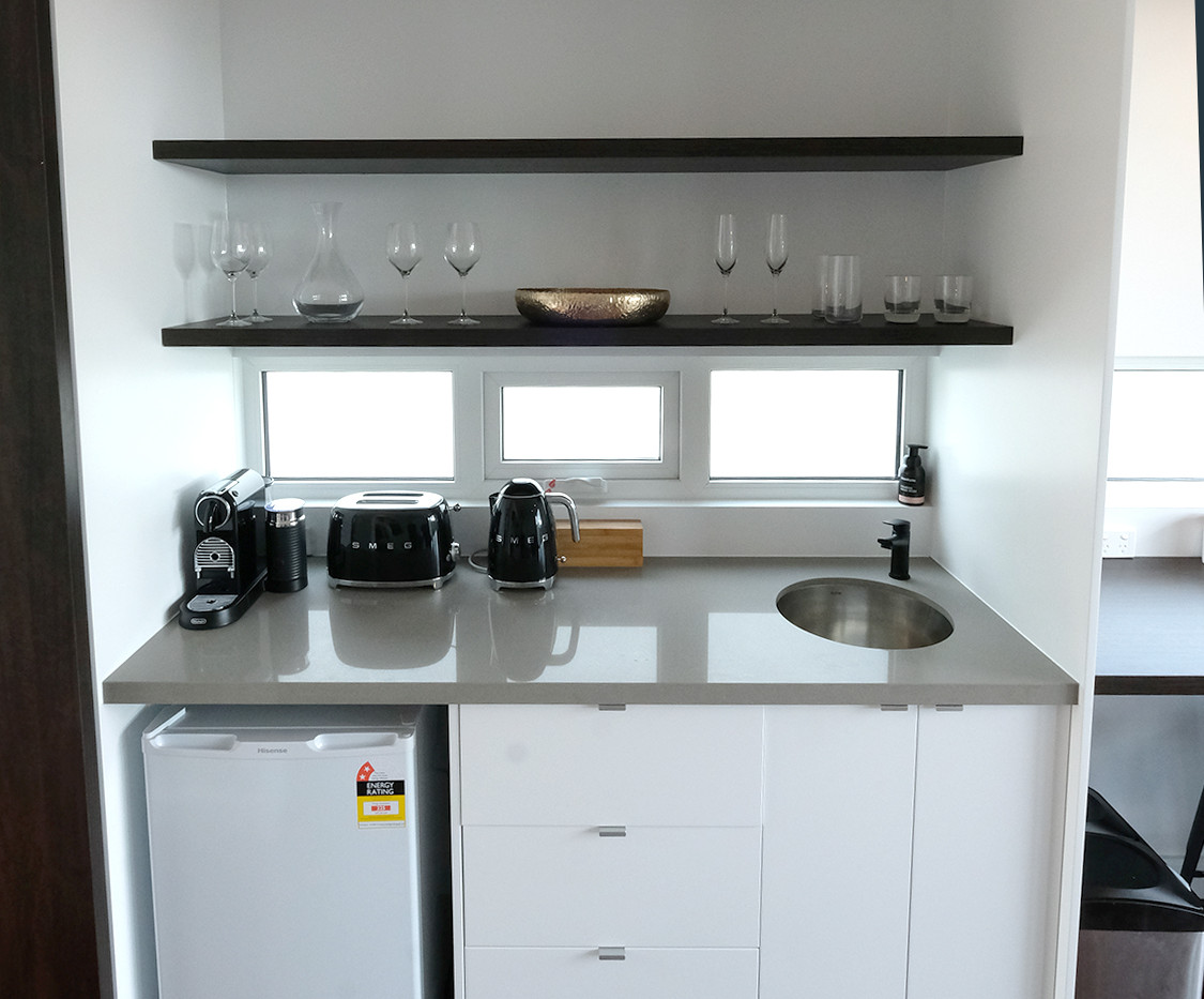 Kitchenette with carafe & choice of wine and whisky glasses
