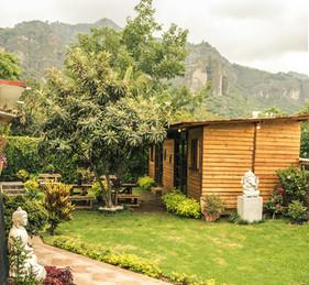 vista al  jardín y montaña