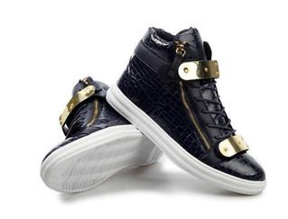 Cómo combinar zapatos de charol para hombres