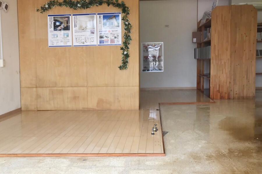 被災後に片付けが終わった朝日I&Rリアルティ武雄支店の店内