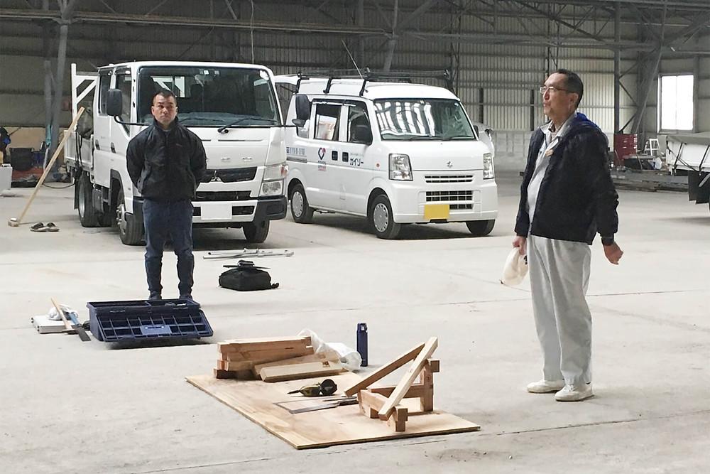 画像の向かって右手が「ものづくりマイスター」の林田俊彦氏