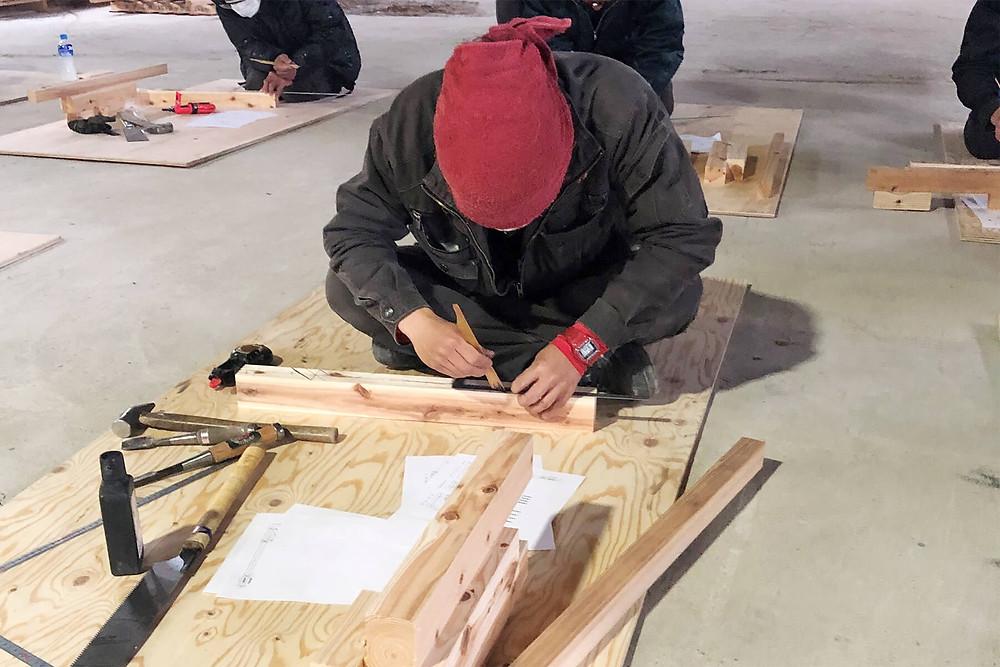 「ものづくりマイスター活用事業」第二日目の実習内容は、材料・工具の準備確認と各部墨付け作業および加工業務です