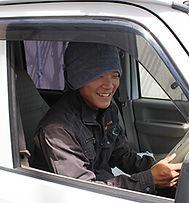 高平さんはまず、朝日I&R建設本社に出勤です。 お掃除→朝礼の後、AM8:00から業務開始です。