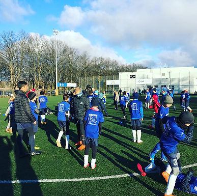 Real Madrid Treneri trenē bērnus no Latvijas bērnu namiem un internātskolām
