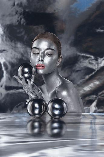 V Metall lady.jpg