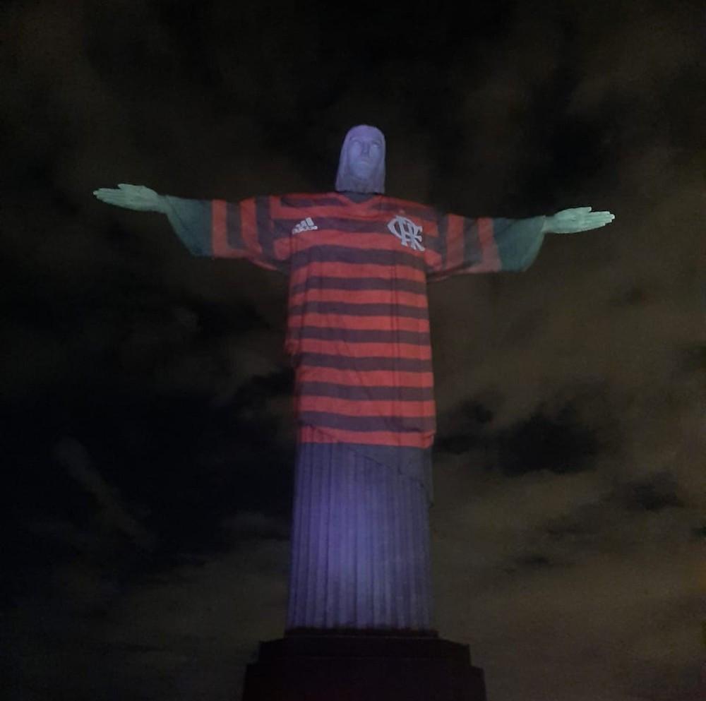 Na Cidade Maravilhosa, Cristo é povo, é raça, é brasileiro, e, por ser brasileiro, nesta data, não pode deixar de ser Flamengo.