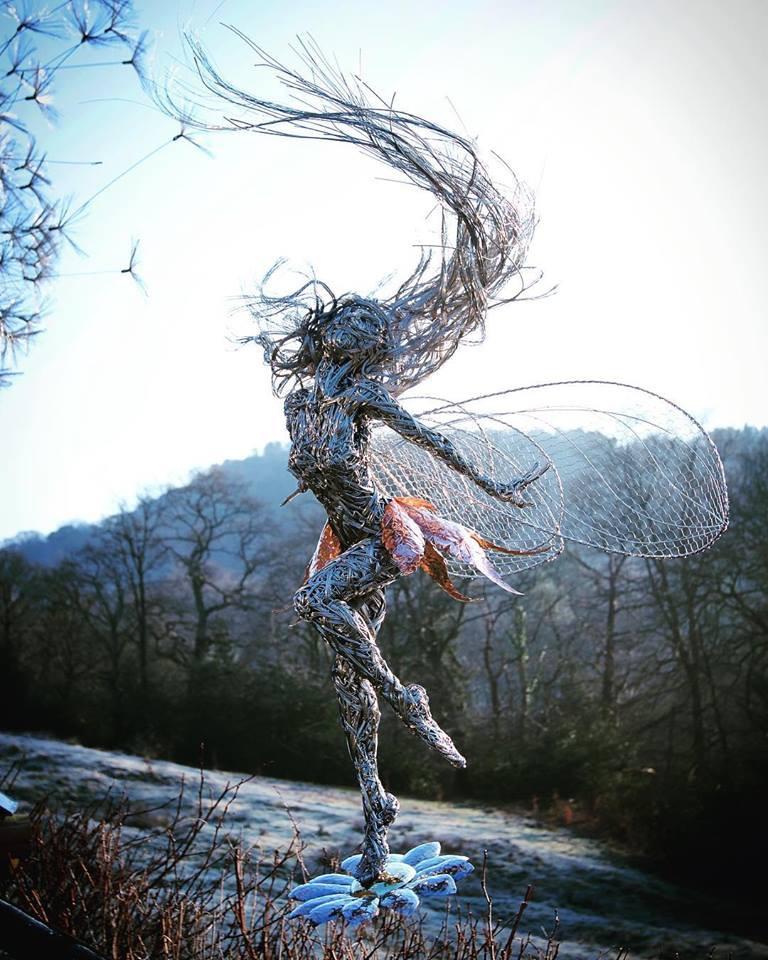 Escultura em arame; Robin Wight