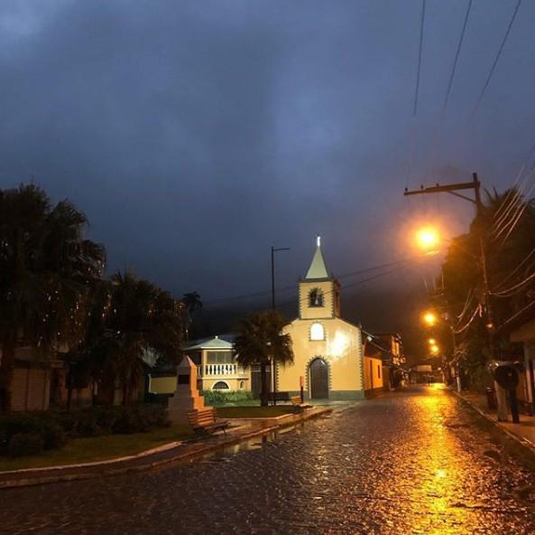 Abraão à noite com chuva