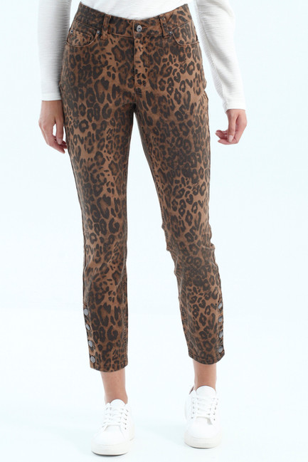 DONT MISS OUT ON THESE. They fit like a glove & have the cutest snap detail!
