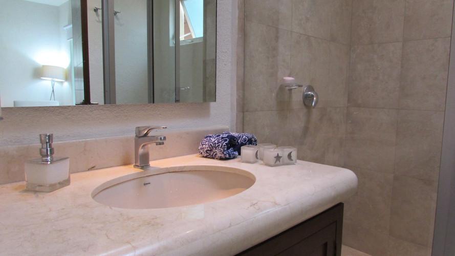 Bathrooms (4).JPG