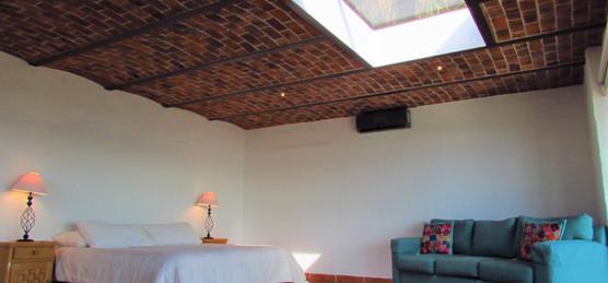 Master Room- w/balcony