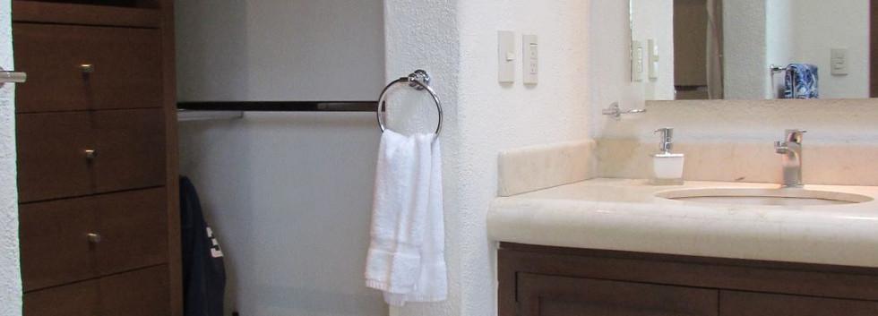 Bathrooms (3).JPG