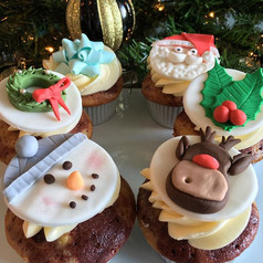 Christmas cupcakes made with tons of hol