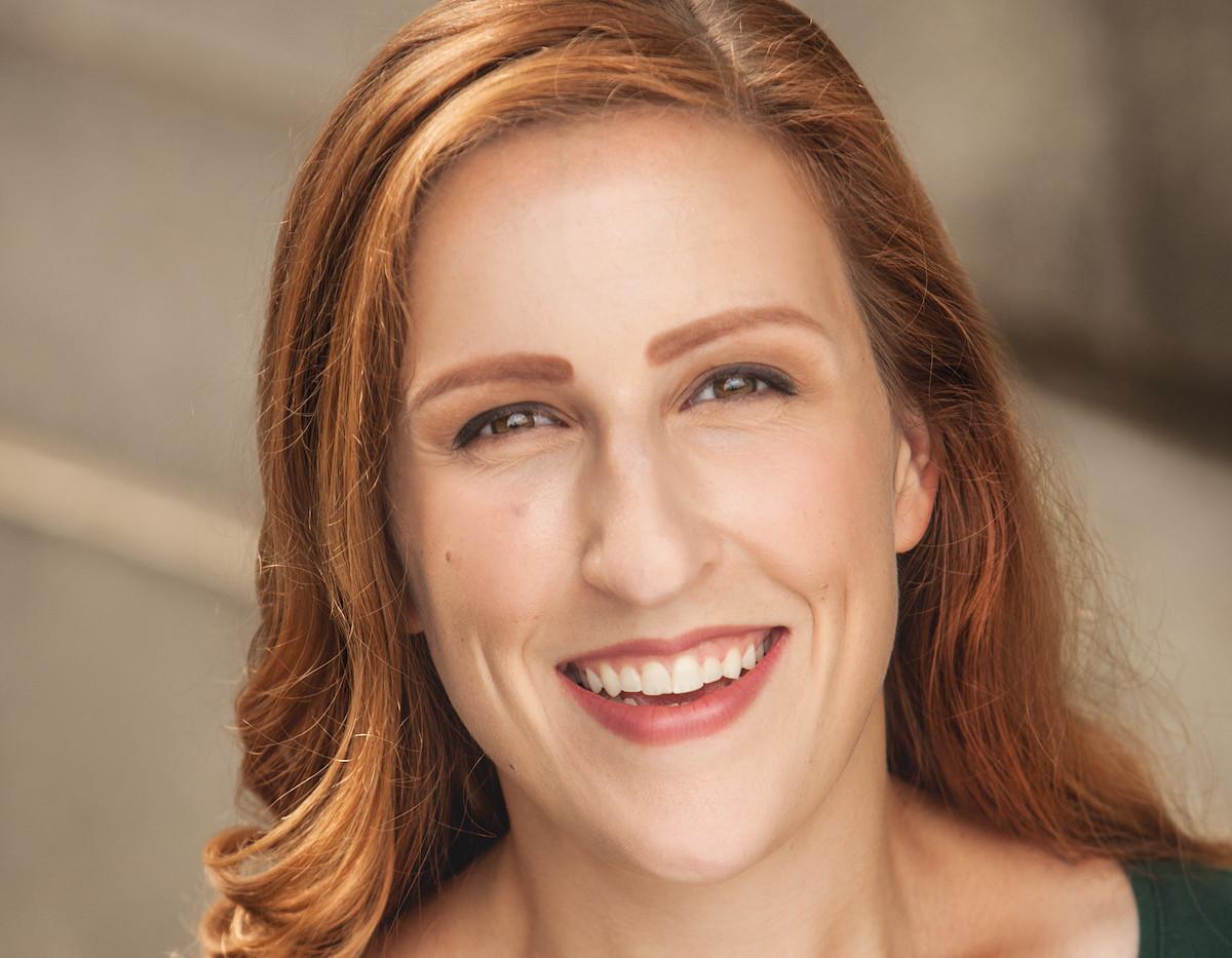 LaurenAuge-Headshot2.jpg