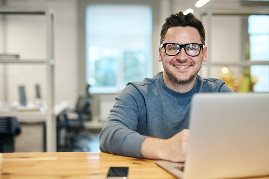 photo-of-man-wearing-eyeglasses-3184611.