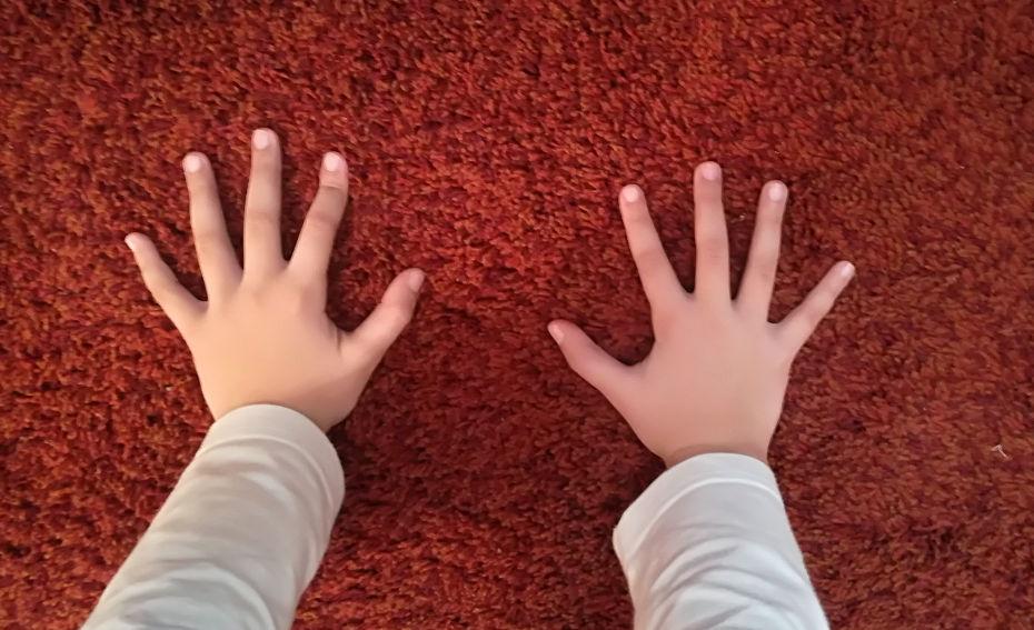 Carla Rodriguez 2-Dorso dedos abiertos
