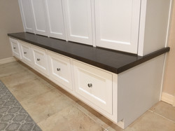 Bottom bench of wall unit