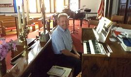 Steve at organ.JPG