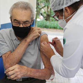 Vacinação em Fortaleza(Profissionais da Saúde e Idosos) - 09/04/2021