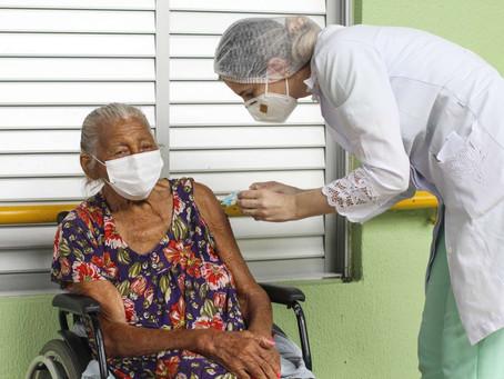 Vacinação de Idosos em Fortaleza - 25/03/2021