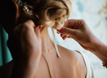 A stress free wedding day plan for hair and makeup