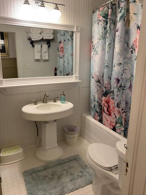 bathroom - Vintage Rose Cottage - Event House - Stephenville, Texas