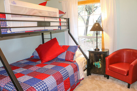 Lone Star Lodge - bedroom