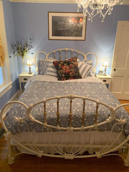 blue bedroom - Vintage Rose Cottage - Event House - Stephenville, Texas