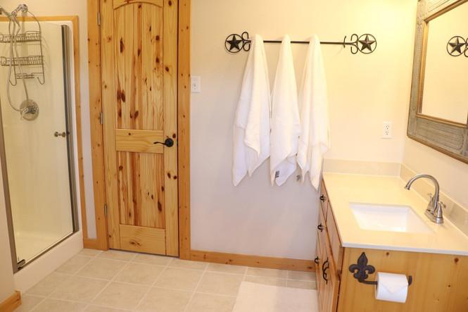 Lone Star Lodge - Master Bathroom