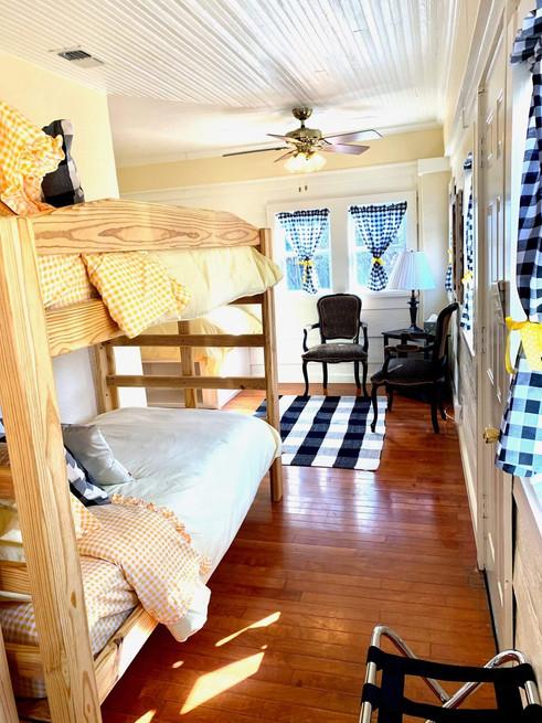 bunkbeds - Vintage Rose Cottage - Event House - Stephenville, Texas
