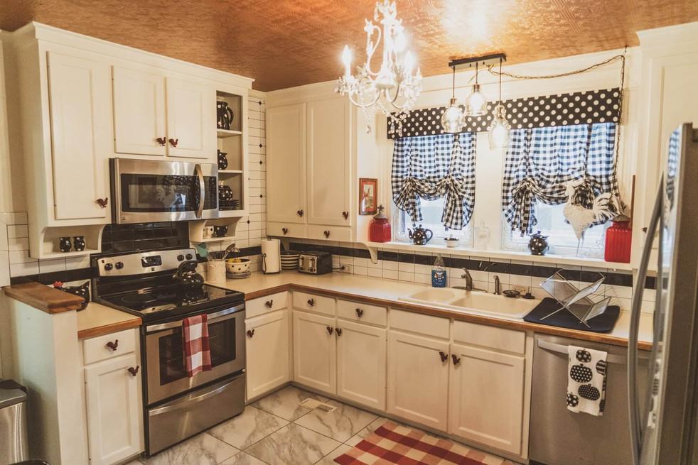 Kitchen - Vintage Rose Cottage - Event House - Stephenville, Texas
