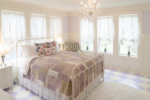 Queen bed and twin bed