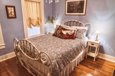 """""""The Periwinkle Room"""" - queen bed"""