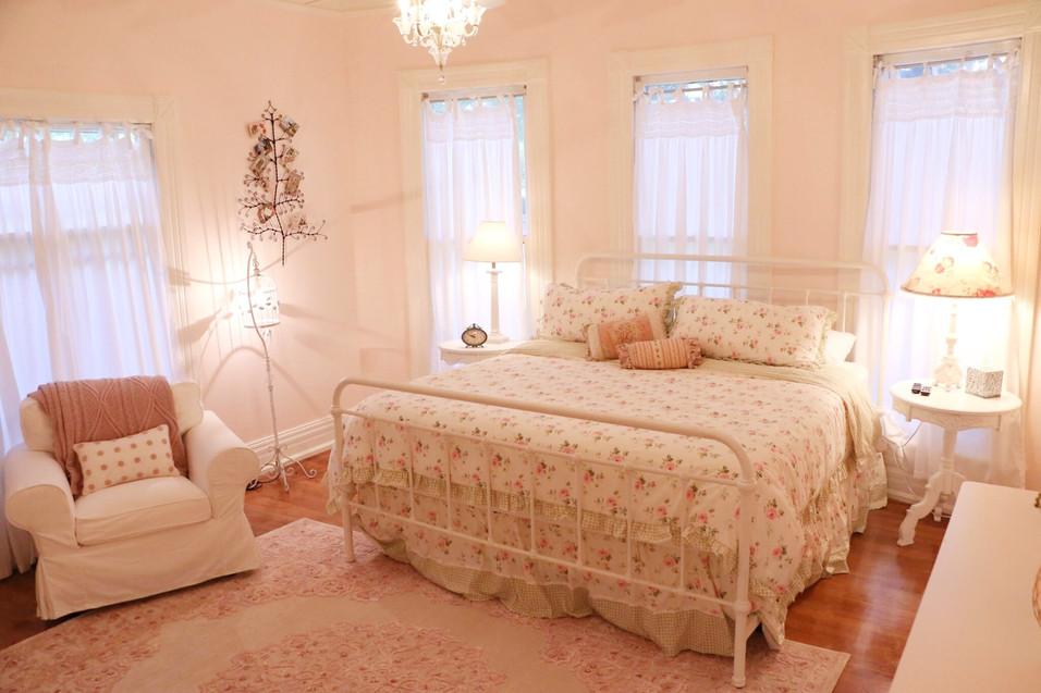 Master Bedroom - Vintage Rose Cottage - Event House - Stephenville, Texas