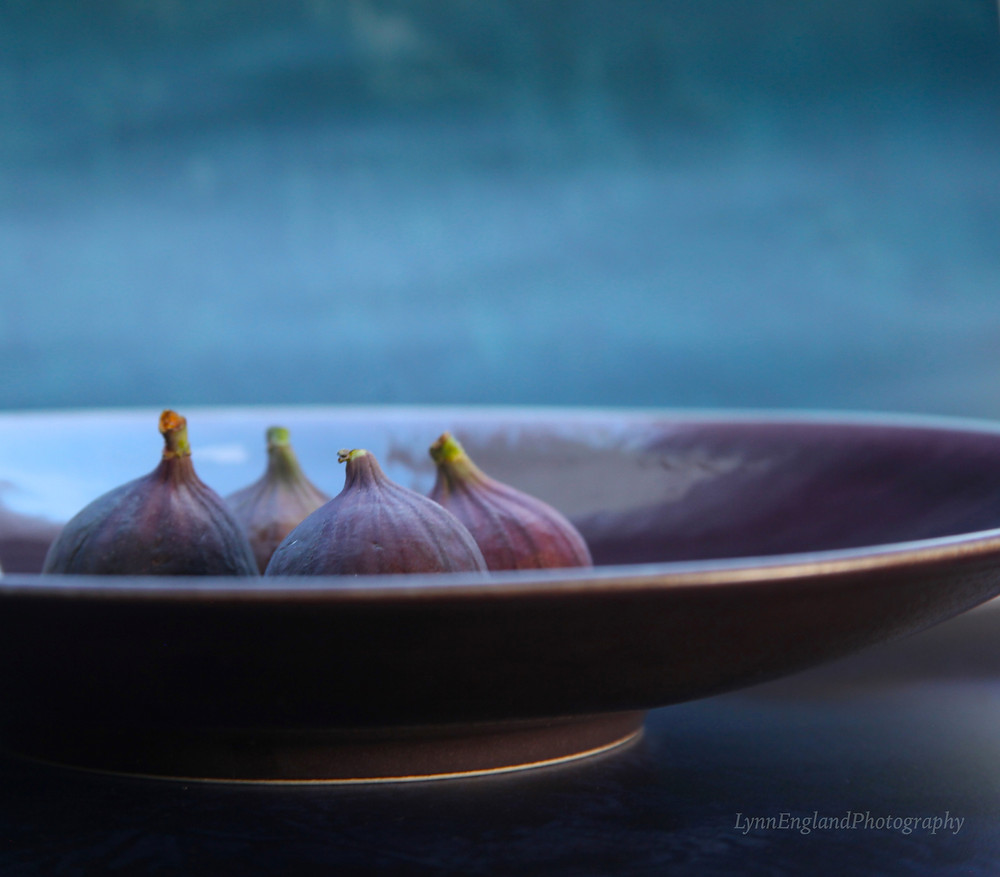 Just a bowl of figs