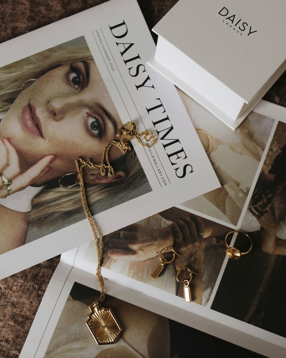 https://www.hollylovesthesimplethings.co.uk/2020/03/my-daisy-jewellery-pieces.html