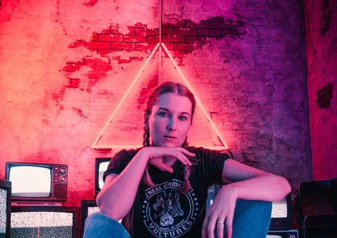 Neon photoshoot - girl tv static