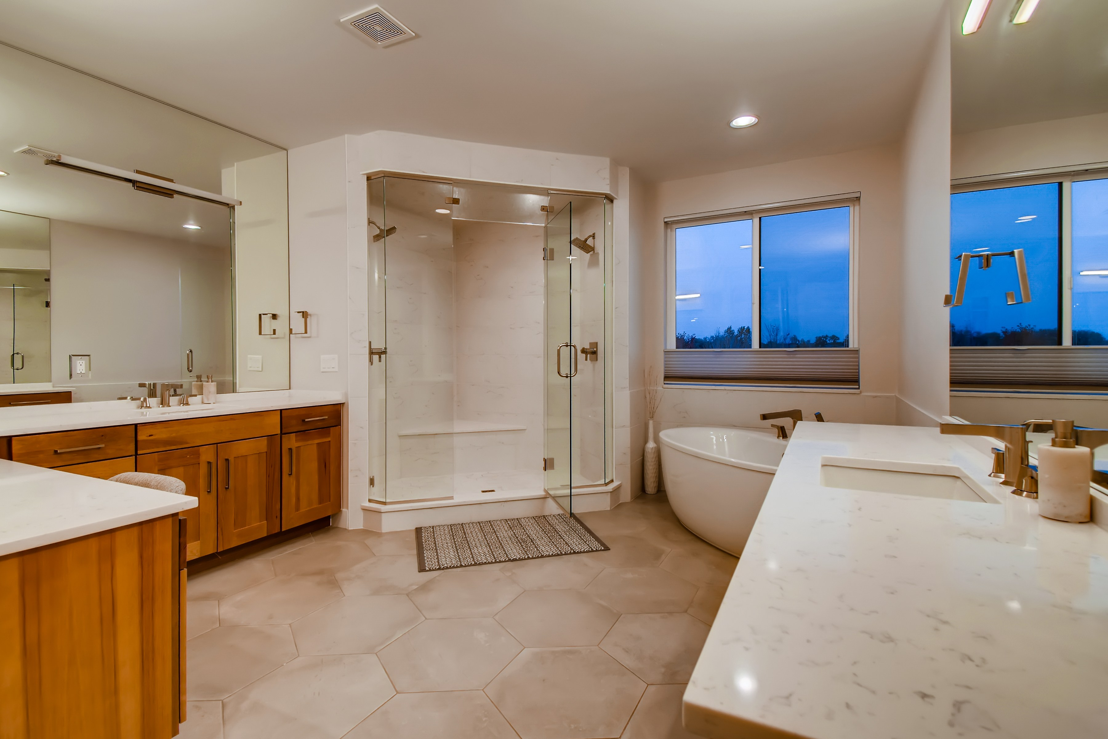 19 2nd Floor Master Bathroom 16028685758