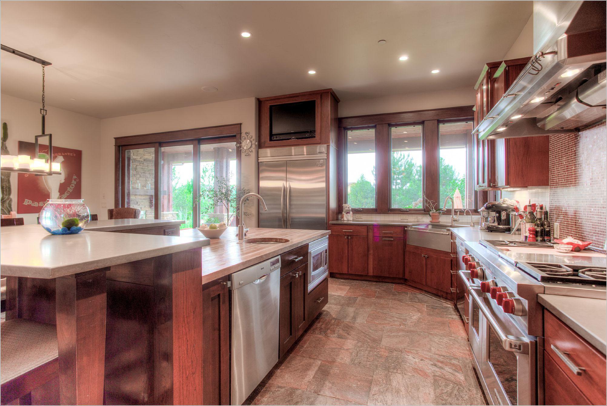 7496 Panorama Dr_08_Kitchen02