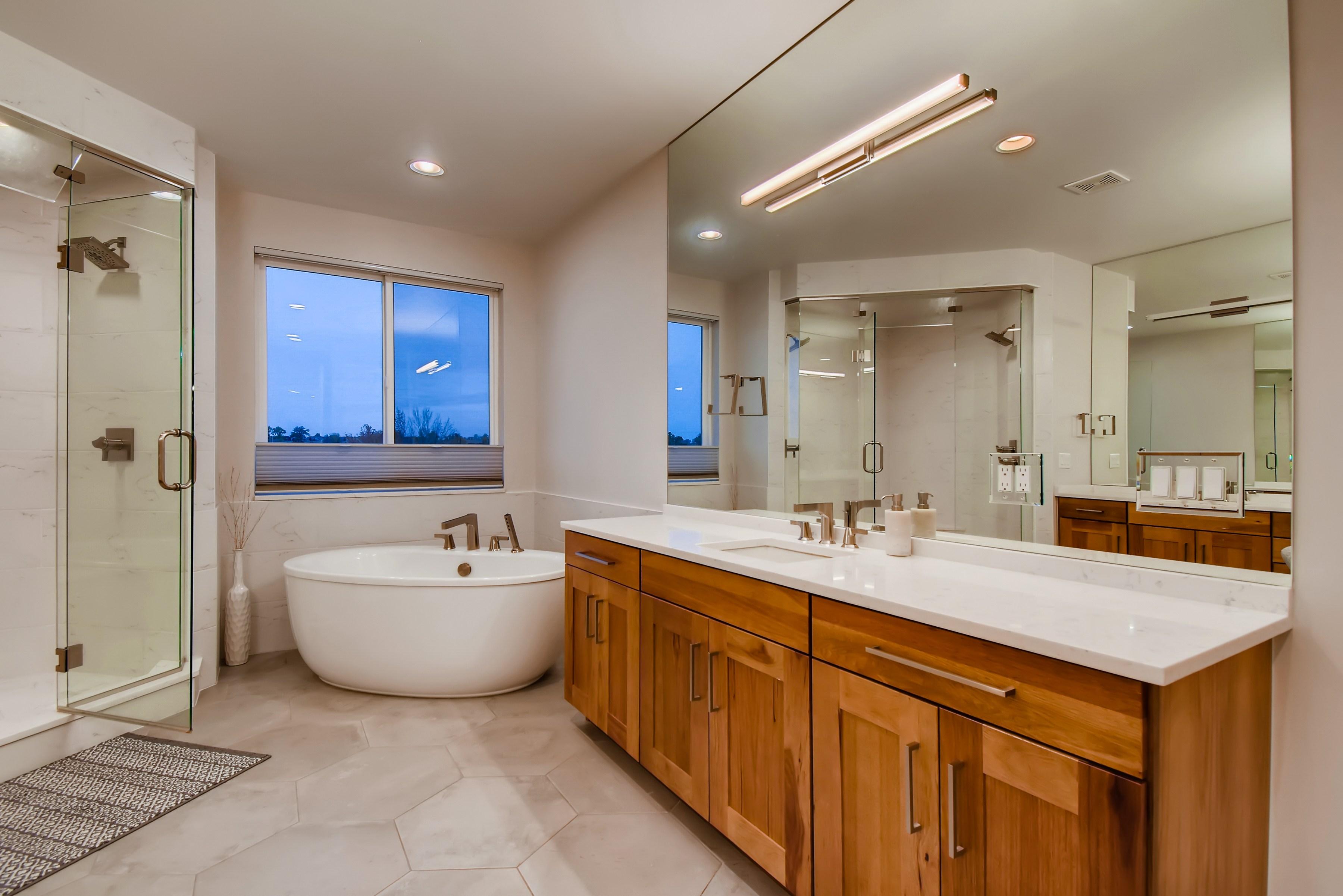 20 2nd Floor Master Bathroom 16028685658