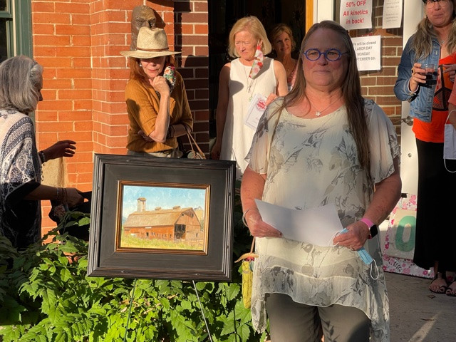 Ginger Bowen with her Grand Prize Piece, Barn 4
